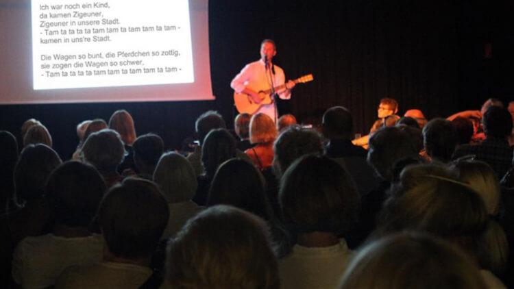 Johannes Brandt singt